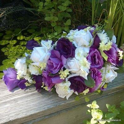 Zijden bruidsboeket druppel in paars en wit