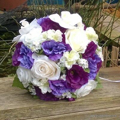 Zijden bruidsboeket in lila en paars