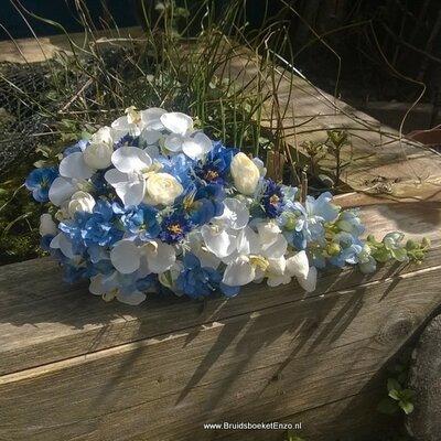 Zijden bruidsboeket met blauw en witte bloemen