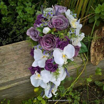 Zijden bruidsboeket in paars en wit